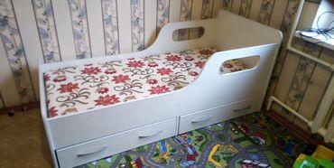 Продаю детскую кровать. Со своим матрасиком т. е. матрас не нужно