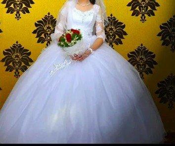 срочно продаю свадебное платье,один раз одевали очень пышное, сзади бо в Токмак