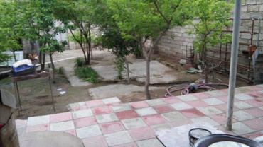 Bakı şəhərində Yeni suraxani kruqda. 3mertebeli binanin 1ci mertebesi. Orta remontlu