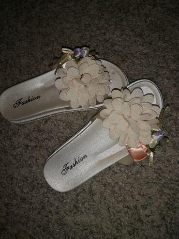 Papuce nove ne korišćene, broj 36, gaziste 22,5 cm, imam i crne iste