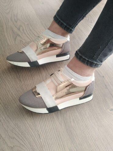 Ženska patike i atletske cipele | Mladenovac: Broj 38. 700 din
