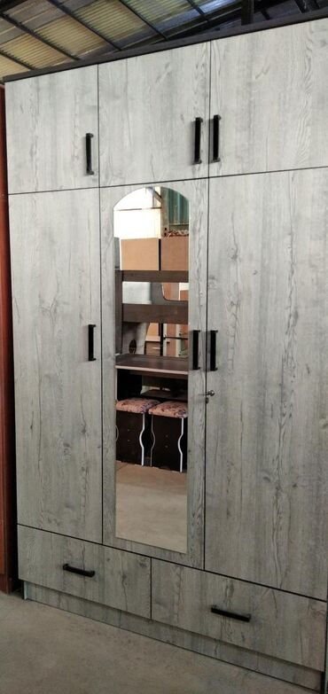 Мебель - Бишкек: Шкаф с зеркалом 9500  Шкаф без зеркало 9000 шкафы трёх дверные шкафы д