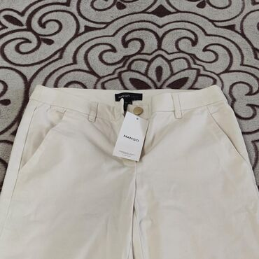 Женские джинсы в Кыргызстан: Продаю новые джинсы от Mango молочного цвета на средней посадке.Размер