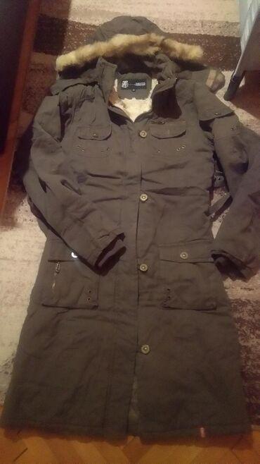 Izuzetno topla zimska jakna M velicina,duzine do kolena. Maslinasto