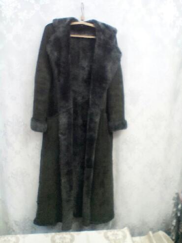 Дублёнка натуральная, длинная, темно-зеленого цвета, б/у, размер 50-52