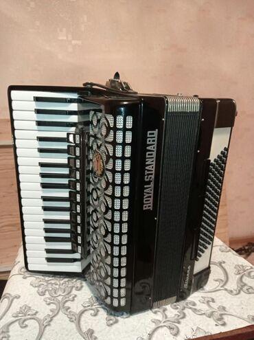 Аккордеоны - Бишкек: Немец аккордеону Роял стандарт.Абалы отлично,россиядан келген