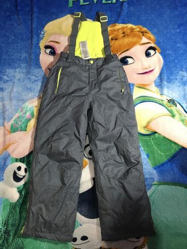 YFK ski pantalone,vel.134/140.Sivo.Tačka oštećenog na rubu jedne