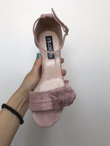 Rozikaste sandalice, obuvene jednom na par sati. Cvetići se napred - Belgrade