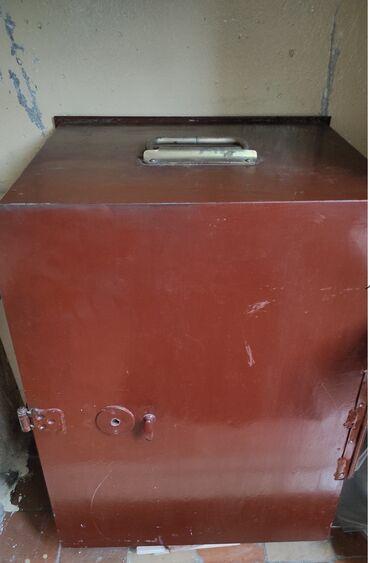 Сейфы - Кыргызстан: Продаю сейф,малогабаритный,размер (140 х 130 х 190)мм,толщина 3