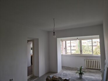 Продажа квартир - 2 комнаты - Бишкек: Индивидуалка, 2 комнаты, 61 кв. м Бронированные двери, Лифт, Не сдавалась квартирантам