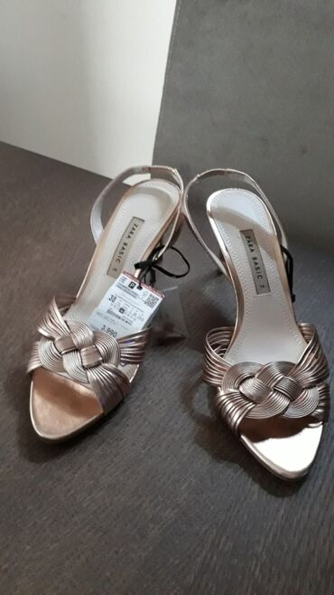 Zlato - Srbija: Nove zara sandale sa etiketom