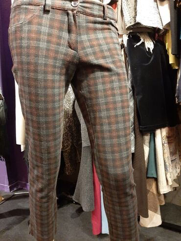 Italijanske deblje lastex pantalone,odlicno stoje vel m