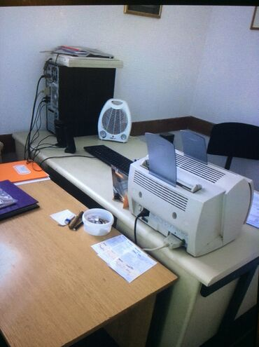 Masne po komadu - Srbija: RASPRODAJA. Prodajem kancelarijske stolove sa fiokama, 3000 dinara