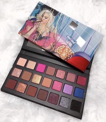 Birthday palette  σε Acharnes