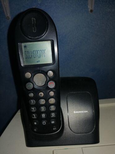 Telefon sa punjačem u odličnom stanju