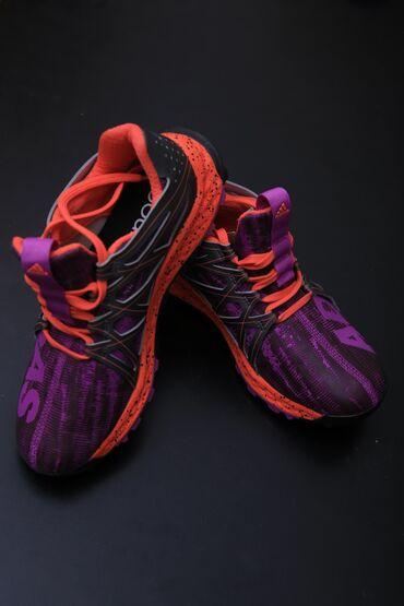 Женская обувь - Кыргызстан: Ботасы Adidas фирменные размер 36, ЦЕНА