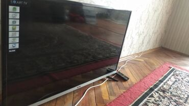Электроника - Кыргызстан: Телевизор Блеск андроид,внутри все есть встроенный санарип,Ютуб,плей