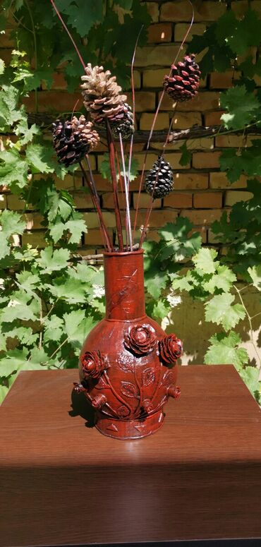 Kućni dekor - Ruski Krstur: Vaza za suvo cvece.Vaza visine 28cm sa ukrasima od hladnog porcelana