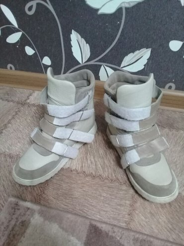 Продаю ортопедические ботинки 40 размер. Шили на заказ. Кожа. в Бишкек
