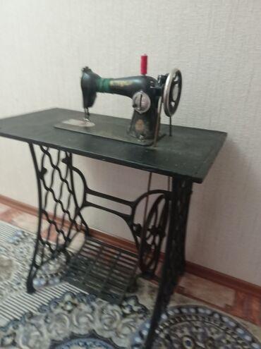 Личные вещи - Балыкчы: Швейная машина антиквариат,  цена 350 $  Контактный телефон