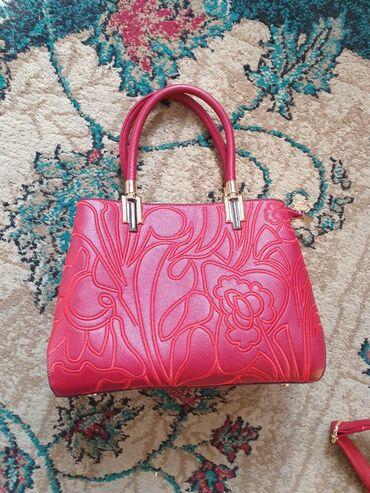 Новая сумка шикарного красного цветаРемешок, замки - все отлично