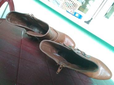 Prodajem zenske cizme, braon boje, broj 37, par puta obuvene, ocuvane, - Beograd