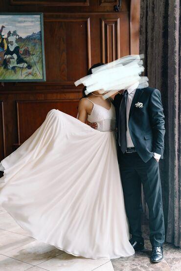 Свадебные платья и аксессуары - Кыргызстан: Продаю свадебное платье Шила его для себя, использовав дорогие ткани и