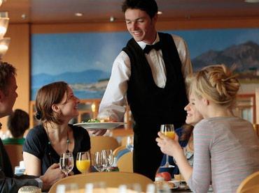 Bakı şəhərində Tarqovuda yerləşən Brend Restorana rus dilli ofsiant oğlanlar
