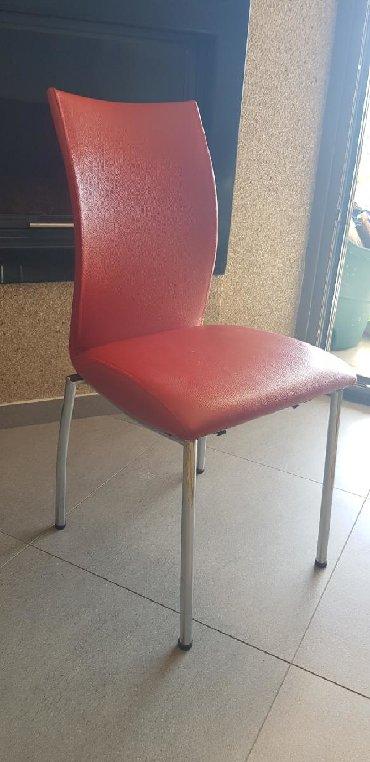 Πωλείται καρεκλα απο δερματινη σε χρώμα κόκκινο (ποσότητα 5)