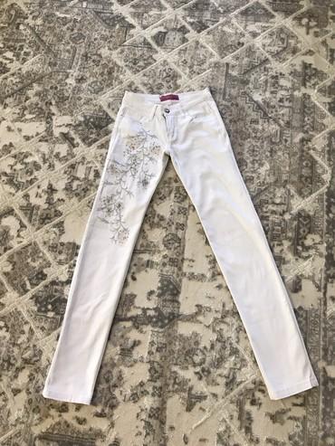 размер 26 27 в Кыргызстан: Прямые джинсы стрейч размер на 26-27 в отличном состоянии