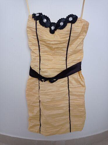 Elegantna haljina u odlicnom stanju neostecena univerzalna sa dosta