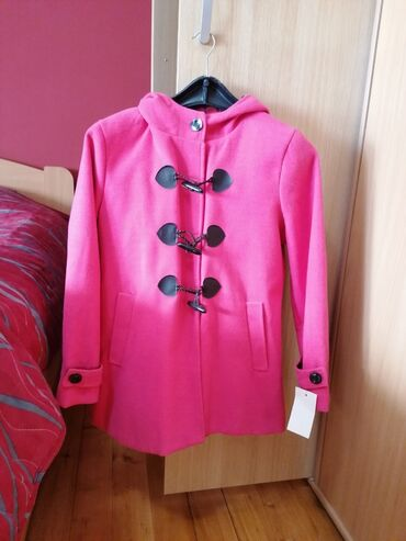 Kom sa etiketom - Srbija: Decji kaputic roza boje, u kombinaciji sa kariranim dezenom sa