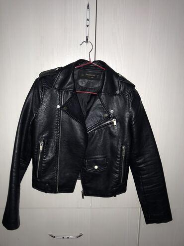 Продаю женскую кожаную куртку, состояние отличное. Размер S, но