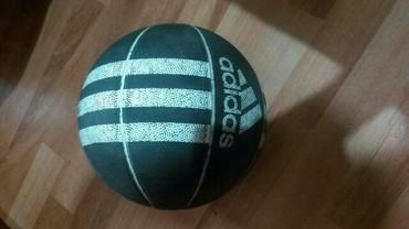 Kosarka - Srbija: HITNOOO Hitno prodajem!!Adidas kosarkasku loptu koja je u odlicnom