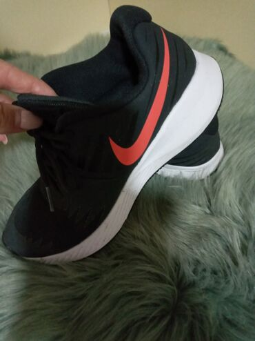 Zenske patike - Srbija: Zenska patika Nike. 2000