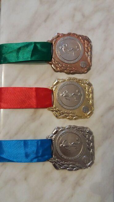 Продаю комплект футбольных медалей
