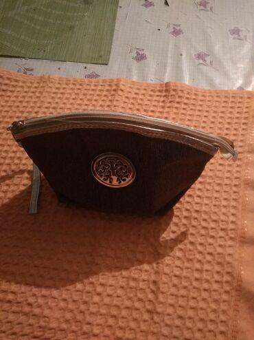 Находки, отдам даром - Кыргызстан: Косметичка внутри зеркало отдам за шампунь любой кроме репейного