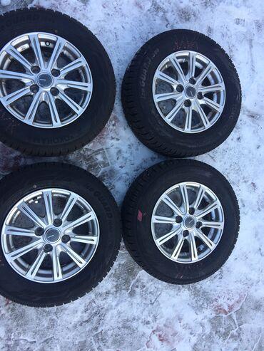 шины r13 в Кыргызстан: Продаю японский оригинальный зимней шина диска без царапины Состояния