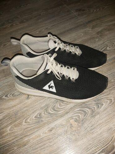 Черно-белые кроссовки. 41размер.Цена: 22azn.Ağ-qara krossovka