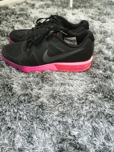 Ženska obuća | Cacak: Nike original broj 40, ali odgovara i 39. Patike su kao nove, obuvene