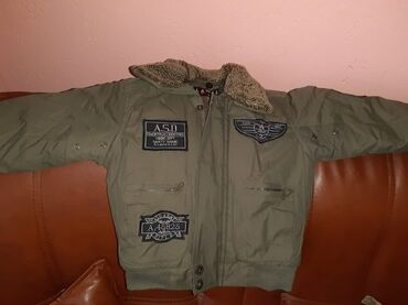 Decija jakna sa krznom, u ekstra stanju, kao nova. Velicina: 3