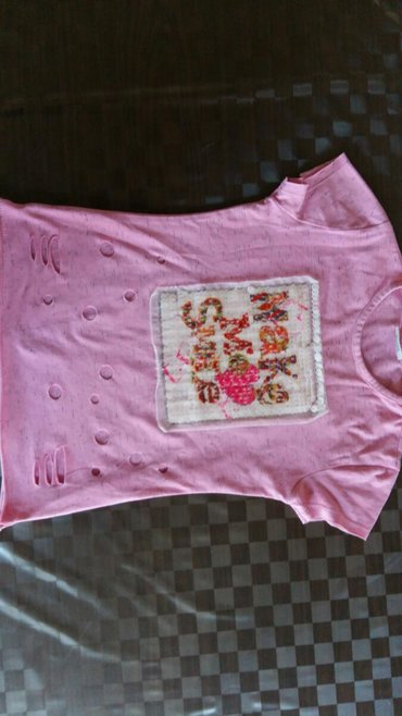 Majica za devojčice vel. 140cm ili 10god.polovna i ocuvana,95% pamuk i