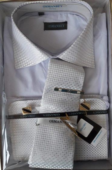 Османбей новая рубашка с галстуком и застешками белого цвета для
