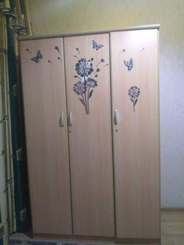 шкаф-3 в Кыргызстан: Шкаф детский имеется 3 отделения (полки,комоды и для рубашек)в