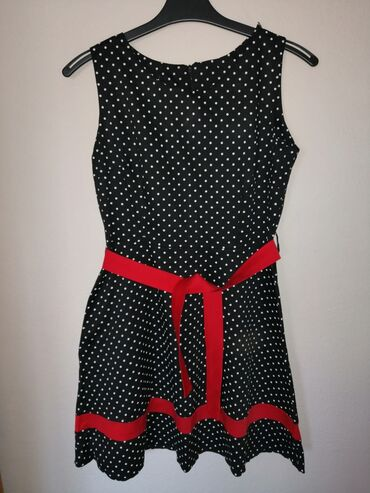 Haljine | Jagodina: Na prodaju haljine, nošene su samo jednom