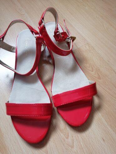 Nove lakovane sandale, broj 40