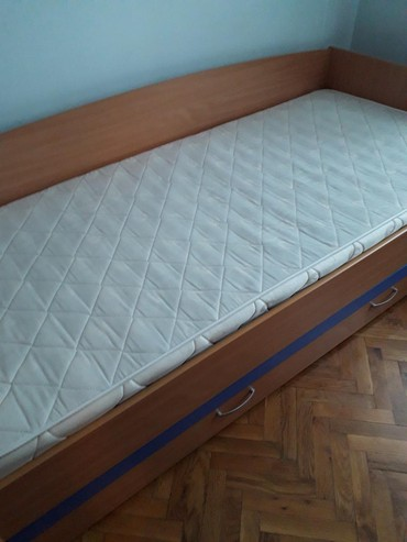 Dečiji nameštaj   Srbija: Deciji krevet sa fiokom i dusekom u odlicnom stanju .Na fioci plava