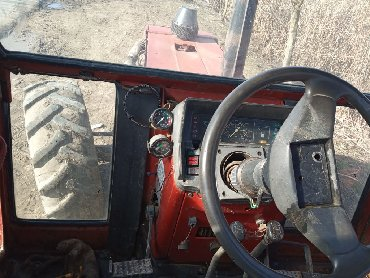 Tractor Yuto Modeldi Iwlek veziyyetdedi Bilesuvardadi ciddi wexsler