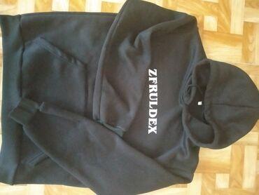 Толстовки - Бишкек: Продаю толстовку черный цвет для подростков лет 12-14 лет, брали за