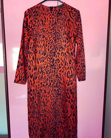 Zara haljina print nosena samo jednom  haljina je kao nova velicina Xs
